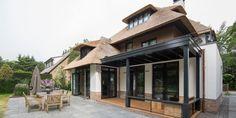DENOLDERVLEUGELS Architects & Associates / Landelijk moderne rietgedekte villa Naarden / http://www.denoldervleugels.nl/Naarden-Villa.html