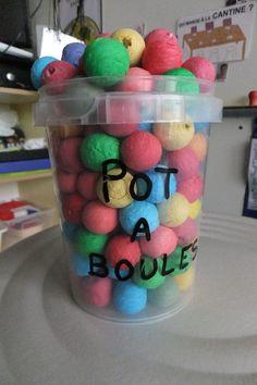"""Utilisation du """"Pot à boules"""" dès la Petite Section pour valoriser l'attitude positive des élèves, et plus généralement du groupe-classe."""