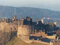 Edinburgh Castle taken from Arthurs Seat in Holyrood Park. Scottish Parliament, Edinburgh Castle, Athens, Old Town, Monument Valley, Scotland, Places To Visit, Travel Uk, Cottage