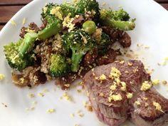 Rinsdfilet mit warmem Brokkoli-Sesam-Salat  Freunde am Kochen Asian, Steak, Low Carb, Beef, Food, Beautiful, Kitchens, Grilling, Cooking
