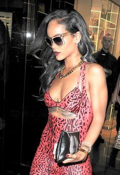Rihanna GREY HAIR GORGEOUS