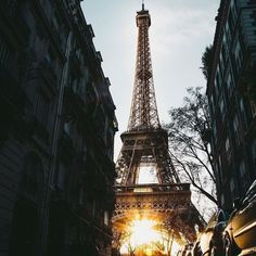 Sunset in Paris by Guillaume Galante.