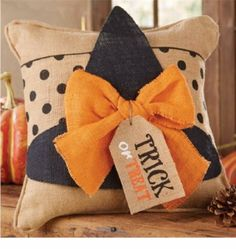 Halloween Witch Hat Pillow Wrap Burlap Pillow Also Available! Now in Stock Diy Halloween, Moldes Halloween, Adornos Halloween, Manualidades Halloween, Halloween Witch Hat, Halloween Pillows, Halloween Projects, Halloween House, Holidays Halloween
