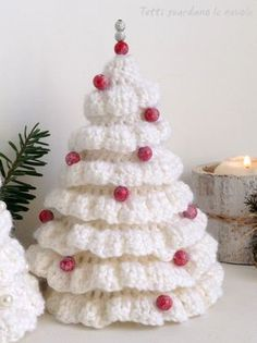 Tutti guardano le nuvole: All my posts looks at the clouds: Christmas TreesChristmas is around the corner, so I'm bringing you some ideas as Christmas Trees.Little Christmas baubles in crochet wool, Christmas decorations, …Crochet this ea Knit Christmas Ornaments, Crochet Christmas Decorations, Christmas Tree Pattern, Crochet Decoration, Crochet Christmas Ornaments, Christmas Knitting Patterns, Holiday Crochet, Alternative Christmas Tree, Ornament Tutorial