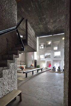 Chapel at Ronchamp/ Notre Dame du Haut. Sacred Architecture, Chinese Architecture, Architecture Office, Futuristic Architecture, Architecture Design, Office Buildings, Bauhaus, Ronchamp Le Corbusier, Villa Savoye