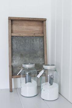 Mias Interiør / New Room Interior / Interiørkonsulent Maria Rasmussen Laundry Decor, Laundry Area, Laundry In Bathroom, Laundry Rooms, Laundry Powder, Washboard Decor, Old Washboards, Laundry Room Inspiration, Vintage Laundry