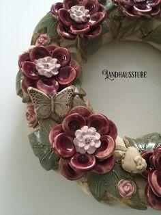 Ceramic Flowers, Clay Flowers, Ceramic Pottery, Ceramic Art, Pottery Handbuilding, Pottery Techniques, Lantern Candle Holders, Pottery Designs, Ceramic Design