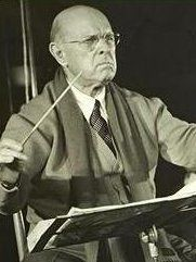 Casals-A famous Spanish Artist whom was famous for being a cellist Famous Spanish Artists, Famous Hispanics, Web Company, Historical Pictures, Conductors, Cello, Classical Music, Orchestra, Musicals
