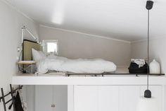 Attefallshus – så inreder stylisten Pella Hedeby sitt drömhus - My home Lofts, Minimalist Interior, Minimalist Home, Small Space Living, Small Spaces, Pella Hedeby, Rue Verte, Tiny Furniture, Gravity Home
