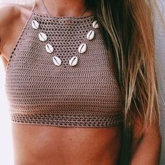 When we think of crochet tops three things come to mind : summertime, boho outfits, Coachella! It's the perfect top to wear during hot summer days with your cut off shorts or a boho maxi skirt and leather sandals! Crochet Crop Top, Knit Crochet, Crochet Style, Crochet Tops, Mode Hippie, Bikinis Crochet, Swimsuits, Swimwear, Crochet Clothes