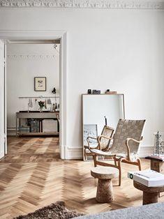 Warm Minimalist Apartment   Ems Designblogg  Mirror on floor