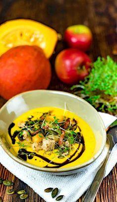 stuttgartcooking: Kürbis-Creme-Suppe mit Apfel/Speck/Ingwer/Kresse/Kürbiskernen/Croutons