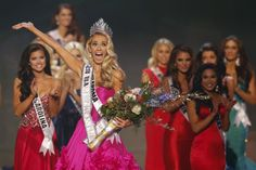 Newly crowned Miss USA Olivia Jordan of Oklahoma reacts after winning the 2015 Miss USA beauty pageant in Baton Rouge, Louisiana July 12, 2015. Fifty-one state title holders competed in the swimsuit, evening gown and interview categories for the title of Miss USA 2015. REUTERS/Adrees Latif