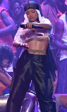 Rihanna's Abs Are the Only Things More Impressive Than Her Epic VMAs Performances