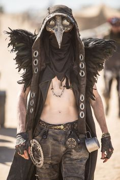 Men with steampunk and dieselpunk inspired outfit posing at Burning Man Burning Man Style, Burning Man Outfits, Moda Burning Man, Burning Man Fashion, Burning Man Costumes, Burning Man Men, Mode Apocalypse, Apocalypse Fashion, Apocalypse Costume