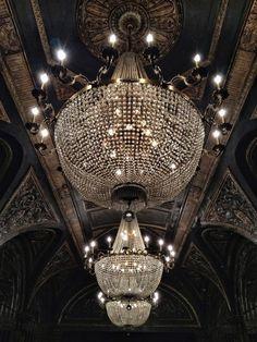 luxury, chandelier, and light-bild Luxury Chandelier, Empire Chandelier, Chandelier Lighting, Accent Lighting, Luxury Lighting, Studio 54 Nyc, Light Up, Interior And Exterior, Interior Design