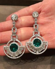 Vintage Jewelry One of a kind deco inspired Colombian Emerald and diamond earrings! With a modern Martin Katz twist! No Oil Emeralds by Martin Katz - Bijoux Art Deco, Art Deco Jewelry, Modern Jewelry, Vintage Jewelry, Fine Jewelry, Jewelry Design, Cz Jewellery, Art Deco Earrings, Jewellery Shops