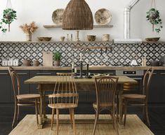 The Ultimate Guide to Create a Cozy Bohemian Home Bohemian Interior Design, Luxury Interior, Interior Colors, Boho Chic Bedding, Wooden Cabinets, Kitchen Cabinets, Boho Designs, Kitchen Wall Art, Eclectic Decor