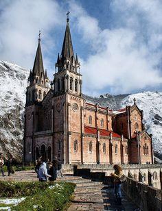 Basílica de Covadonga, España  Photo by: Vitor Ribeiro