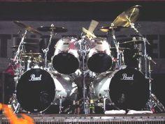 Vinnie Paul ( Pearl Drums )