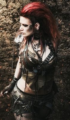 grafika cosplay, costume, and mad max Post Apocalyptic Costume, Post Apocalyptic Fashion, Filles Punk Rock, Apocalypse Costume, Apocalypse Gear, Apocalypse Fashion, Moda Medieval, Mode Cyberpunk, Wasteland Warrior