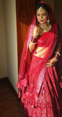 Unseen Wedding pictures of Drashti Dhami Indian Bridal Photos, Indian Bridal Wear, Beautiful Saree, Beautiful Bride, Indian Wedding Bride, Drashti Dhami, Bride Pictures, Bridal Photoshoot, Fantasy Dress