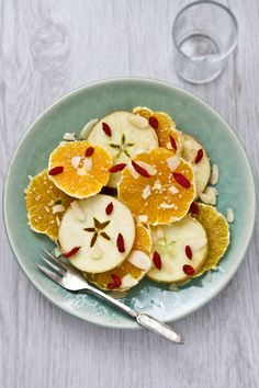 perfect summer salad: oranges and apples with sesame seeds, flaked almonds and goji berries. I am obsessed with goji berries and have them with shaved coconut as a snack. have to try this