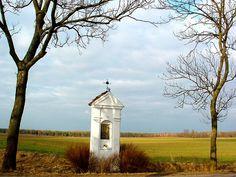 Bildstock (wayside shrine) in Poland. Religious Icons, Religious Art, Croatia Travel, Italy Travel, Germany Poland, Las Vegas Hotels, Historical Images, Chapelle, Landscape Pictures