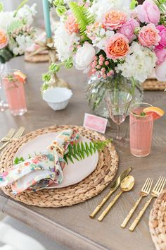 Tips to Set a Gorgeous Floral Summer Tablescape Summer Party Ideas, Tablescape, Place Setting, Table Setting Deco Candy Bar, Place Settings, Table Settings, Brunch Table Setting, Dinner Table Set Up, Party Decoration, Summer Table Decorations, Flamingo Party, Deco Table