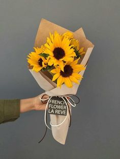 How To Wrap Flowers, Bunch Of Flowers, Diy Flowers, Flower Decorations, Paper Flowers, Beautiful Flowers, Bouquet Wrap, Dried Flower Bouquet, Sunflower Arrangements