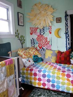 kids room..could make the quilt.  dip cup in chalk make circles on color and sew to white quilt?!?  It's possible!