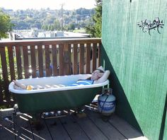 I would LOVE to have this propane-heated cast iron tub. =)