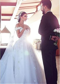 Glamorous Tulle Off-the-shoulder Neckline Ball Gown Wedding Dresses With Beaded…