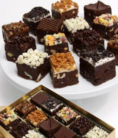 Spotted this Golden Edibles Gourmet Brownie Bites Set on Rue La La. Shop (quickly! Mini Brownie Bites, Mini Brownies, Paleo Brownies, Chocolate Dipped, Chocolate Cake, Chocolate Blanco, Brownies Decorados, Brownie Packaging, Savoury Cake