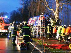 Lkw Fahrer kann erst nach 2,5 Stunden aus Fahrzeug befreit werden http://www.feuerwehrleben.de/lkw-fahrer-kann-erst-nach-25-stunden-aus-fahrzeug-befreit-werden/ #feuerwehr #firefighter