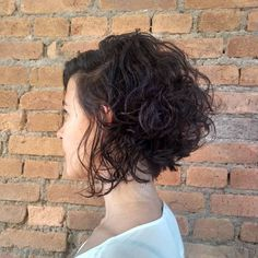 Canapés of long hairstyles Bob; It is, in the first place, among the hair styles that all ladies love very much. Models that can create very different designs with hair colors like sweep and shadow are very cool. Canapés of long bob… Continue Reading → Bob Hairstyles 2018, Choppy Bob Hairstyles, Long Bob Haircuts, Layered Haircuts, Medium Hairstyles, Celebrity Hairstyles, Wedding Hairstyles, Long Curly Bob, Curly Asymmetrical Bob