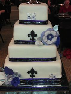 Back of the cake....see the surprise for the bride? Top tier...yep that's Hello Kitty!