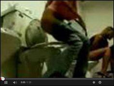 Niespodzianka w damskiej toalecie w serwisie www.smiesznefilmy.net tylko tutaj: http://www.smiesznefilmy.net/niespodzianka-w-damskiej-toalecie #girls #toilet #pranks