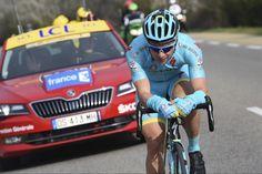 Paris-Nice - #5 : Lutsenko surprend les sprinters dans les monts provençaux - Si l'ascension du Mont Ventoux, vers le Chalet Reynard, s'annonçait trop lointaine pour faire une différence au classement général, les organismes des coureurs de Paris-Nice ont tout de même subi les côtes de cette cinquième étape, tracée dans les monts de Provence. Et cela a visiblement fait mal à certains sprinters et leurs &eacu