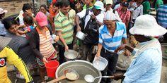 Habitantes de Villa del Rosario hicieron ayer un almuerzo comunitario para los colombianos deportados de Venezuela.