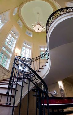 traditional staircase by Matheny Goldmon Architects Mansion Interior, Home Interior, Interior Design, Dream Home Design, House Design, Rustic Stairs, Fantasy House, Fantasy Life, Traditional Staircase