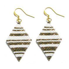Boucles d'oreilles losanges ✫ en perles miyuki tissées à l'aiguille ✫ rayés blanc et doré
