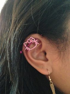 Rose gold filled stud chain and fake cartilage piercing. Clip on cartilage piercing. Ear Jewelry, Cute Jewelry, Body Jewelry, Jewelery, Jewelry Accessories, Piercings Bonitos, Industrial Piercing Jewelry, Industrial Barbell, Hello Kitty Jewelry