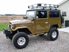 would love to have one of these old Land Cruiser's...