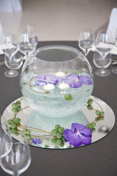 Mesas bodas and ideas para on pinterest for Centros de mesa con peceras