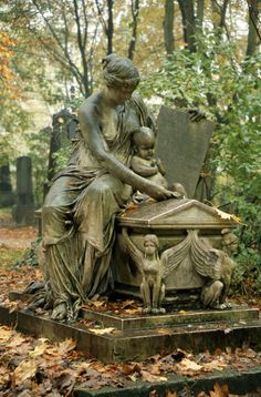 Glorious statue and tomb Cemetery Monuments, Cemetery Statues, Cemetery Headstones, Old Cemeteries, Cemetery Art, Graveyards, Highgate Cemetery, Art Sculpture, Sculptures