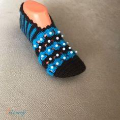 El Örgüsü Patik 25,00 TL Wedding Shoes, Diy And Crafts, Slippers, Beaded Bracelets, Crochet, Fuzzy Slippers, Loafers & Slip Ons, Knitting And Crocheting, Tricot