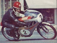 The suisse racer Luigi Taveri on Honda 50 cc. Racing Motorcycles, Vintage Motorcycles, Japan Grand Prix, Honda 125, Honda Motors, The Golden Years, Vintage Racing, Vintage Sport, Dirtbikes