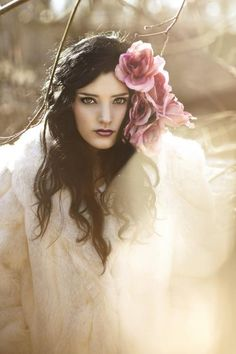 flowers in her hair Fantasy Photography, Portrait Photography, Fashion Photography, Light Photography, Fantasia Marilyn Monroe, Smoky Eyes, Pink Brown, Her Hair, Portraits