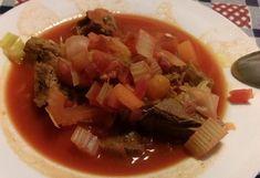 Velmi chutná polévka, připravená z hovězího a vepřového masa. Autor: Draculinka88 Thai Red Curry, Cooking Recipes, Beef, Ethnic Recipes, Food, Author, Meat, Chef Recipes, Essen